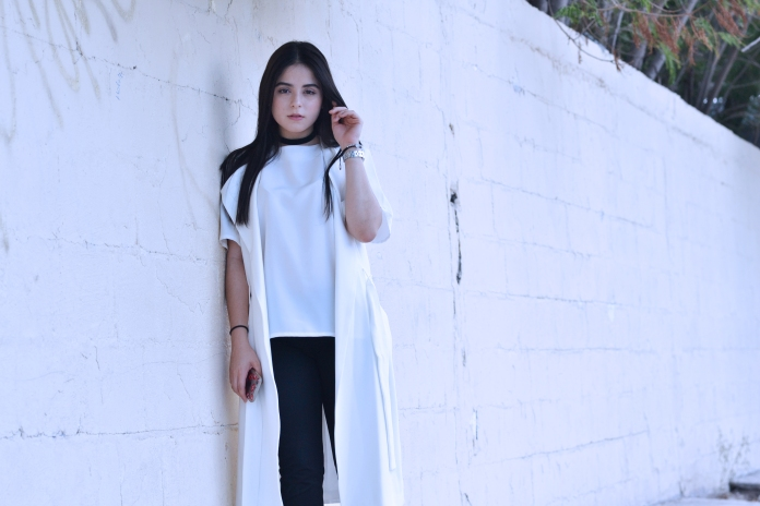 whitevest5